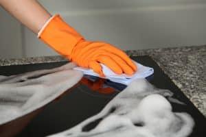 Kochfeld reinigen und pflegen