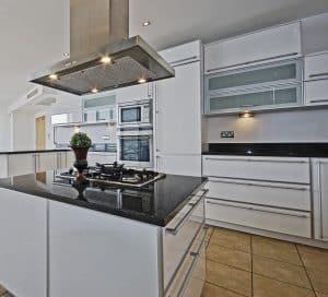 Edle Küchenausstattung mit Gaskochfeld