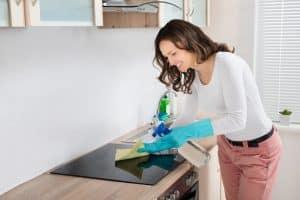 Cerankochfeld reinigen und pflegen