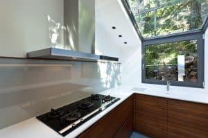 Moderne Küche mit Gas Cerankochfeld