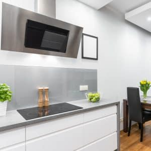 Moderne Küchenfront mit Induktionskochfeld
